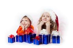 Ragazza e ragazzo con i regali Immagini Stock