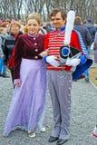 Ragazza e ragazzo in costumi storici Fotografia Stock