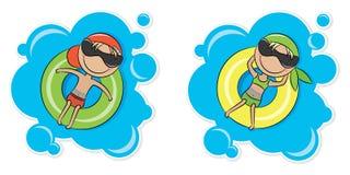 Ragazza e ragazzo sul tubo interno Fotografia Stock
