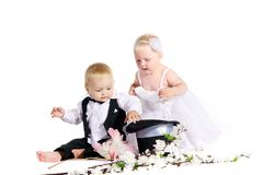 Ragazza e ragazzo in un vestito la sposa e lo sposo Fotografia Stock Libera da Diritti