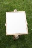 Ragazza e tela di canapa in bianco Immagine Stock
