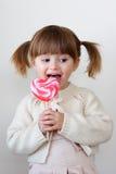 Ragazza e un lollipop Immagini Stock Libere da Diritti