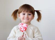 Ragazza e un lollipop Fotografia Stock Libera da Diritti