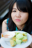 Ragazza ed alimento della Tailandia immagini stock