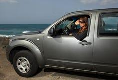 Ragazza ed automobile Fotografie Stock Libere da Diritti
