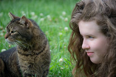 Ragazza ed il suo gatto Fotografia Stock Libera da Diritti