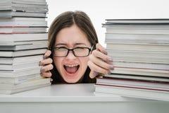 Ragazza esaurita dell'adolescente stanca di apprendimento Immagini Stock Libere da Diritti