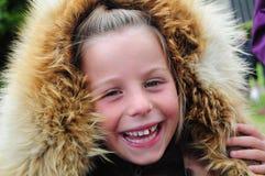 Ragazza felice in cappuccio della pelliccia Fotografia Stock Libera da Diritti