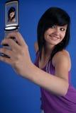 Ragazza felice che cattura ritratto automatico Fotografie Stock