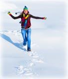 Ragazza felice che funziona nella neve Fotografia Stock Libera da Diritti