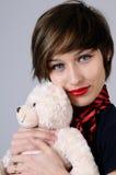 Ragazza felice che sorride con l'orso di orsacchiotto Fotografie Stock