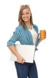 Ragazza felice con caffè ed il computer portatile Fotografia Stock Libera da Diritti