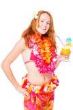 Ragazza felice con capelli rossi con un cocktail su un bianco Fotografie Stock