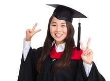 Ragazza felice con l'abito di graduazione Immagini Stock Libere da Diritti