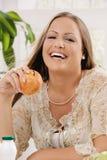 Ragazza felice con la mela Fotografia Stock Libera da Diritti