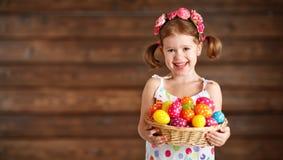 Ragazza felice del bambino con il canestro delle uova di Pasqua Fotografia Stock Libera da Diritti