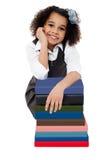 Ragazza felice della scuola con la pila di libri Fotografia Stock