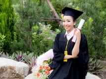 Ragazza felice dello studente graduato, congratulazioni - successo laureato di istruzione Immagini Stock Libere da Diritti