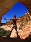 Ragazza felice in grande canyon Fotografia Stock