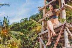 Ragazza felice nelle vacanze estive alla spiaggia Fotografia Stock Libera da Diritti
