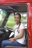 Ragazza felice in pompiere Car Fotografia Stock