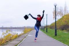 Ragazza felice in sciarpa rossa all'aperto Immagine Stock Libera da Diritti