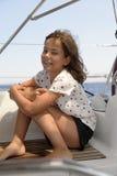 Ragazza felice sulla barca a vela fotografie stock libere da diritti