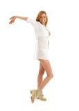 Ragazza felice in vestito bianco e fotografie stock libere da diritti