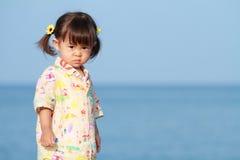 Ragazza giapponese che fa una pausa la spiaggia Fotografia Stock