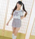 Ragazza giapponese dello studente nella stanza di tatami Fotografie Stock