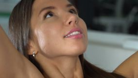 Ragazza in ginnastica Movimento lento archivi video