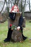 Ragazza gotica con una rosa Fotografie Stock Libere da Diritti
