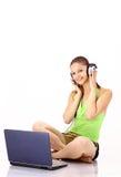 Ragazza graziosa che ascolta la musica Fotografia Stock Libera da Diritti