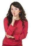 Ragazza graziosa che indossa agrostide bianco che posa gesturing Fotografia Stock Libera da Diritti