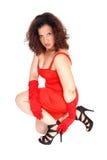 Ragazza graziosa che si accovaccia sul pavimento Fotografie Stock