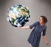 Ragazza graziosa che tiene la terra del pianeta 3d Immagini Stock Libere da Diritti