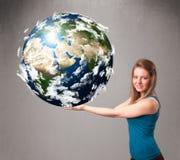 Ragazza graziosa che tiene la terra del pianeta 3d Immagine Stock