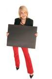 Ragazza graziosa con la scheda nera del segno Immagine Stock