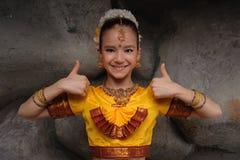 Ragazza graziosa in costume tradizionale Immagini Stock