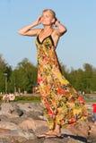 Ragazza graziosa in maxi vestito Fotografia Stock Libera da Diritti