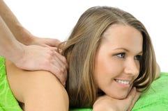 Ragazza graziosa sorridente sul massaggio Immagine Stock