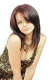 Ragazza graziosa in un vestito selvaggio-colorato fotografie stock
