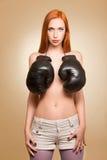 Ragazza half-naked d'inscatolamento nello studio Fotografia Stock Libera da Diritti