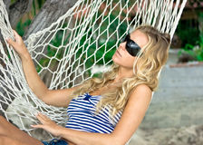 Ragazza in hammock Immagine Stock
