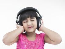 Ragazza indiana che ascolta la musica Fotografie Stock Libere da Diritti