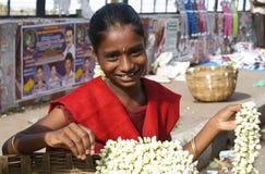Ragazza indiana che vende i fiori Immagine Stock Libera da Diritti