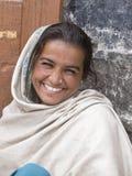 Ragazza indiana del mendicante sulla via in Leh, Ladakh L'India fotografia stock
