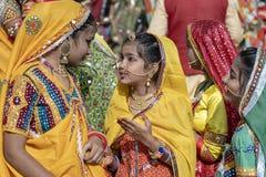 Ragazza indiana sul cammello Mela, Ragiastan, India, fine di Pushkar di tempo sul ritratto immagini stock