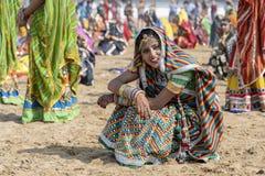 Ragazza indiana sul cammello Mela, Ragiastan, India, fine di Pushkar di tempo sul ritratto fotografia stock libera da diritti
