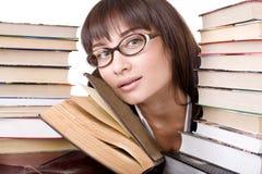 Ragazza intelligente con il libro del mucchio. Immagine Stock Libera da Diritti